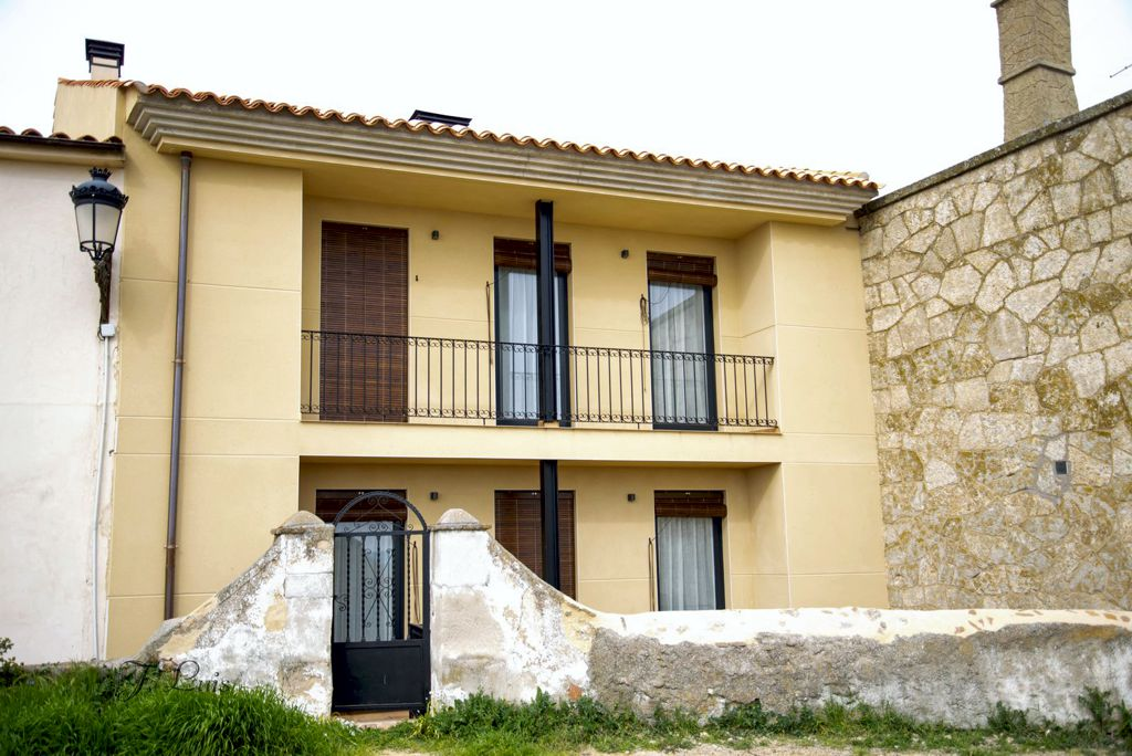 apartamentos-adarve-fachada-muralla